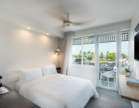 Luxury-Room-Apartments-Airlie-Beach-2